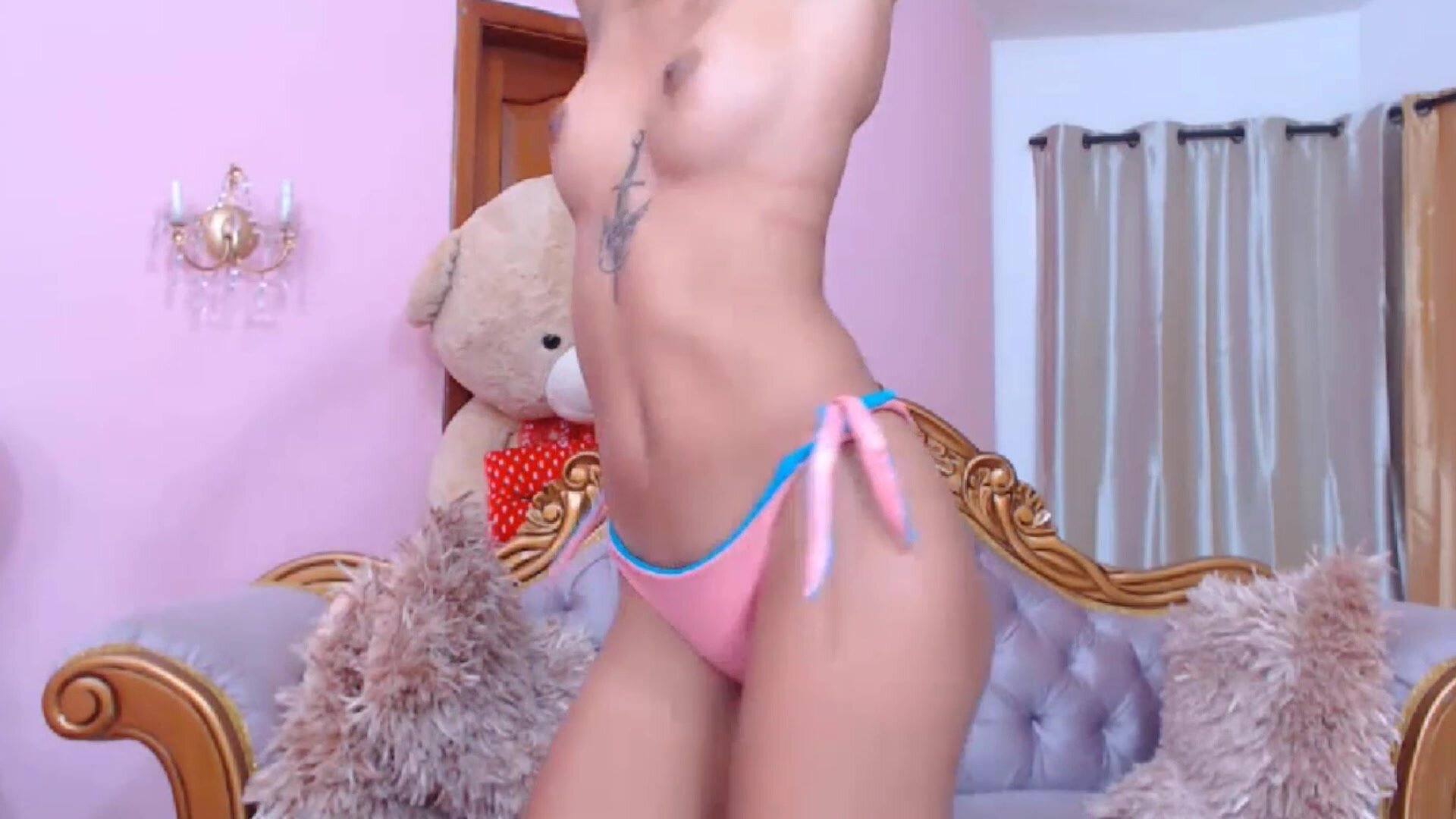 Petite girl Kimlohannx with a hairy pussy and a small ass on livesexify.net